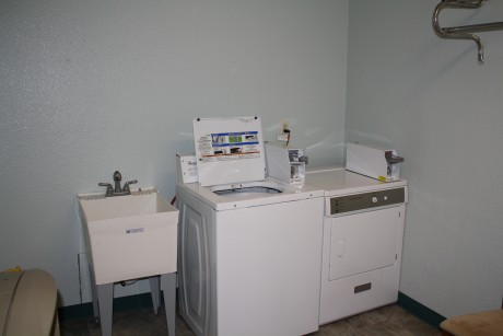 Executive Inn & Suites Wichita Falls - guest laundry